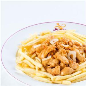 Porção de peito de frango com fritas