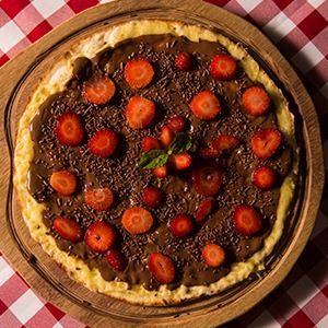 25. CHOCOLATE COM MORANGO (PIZZA)